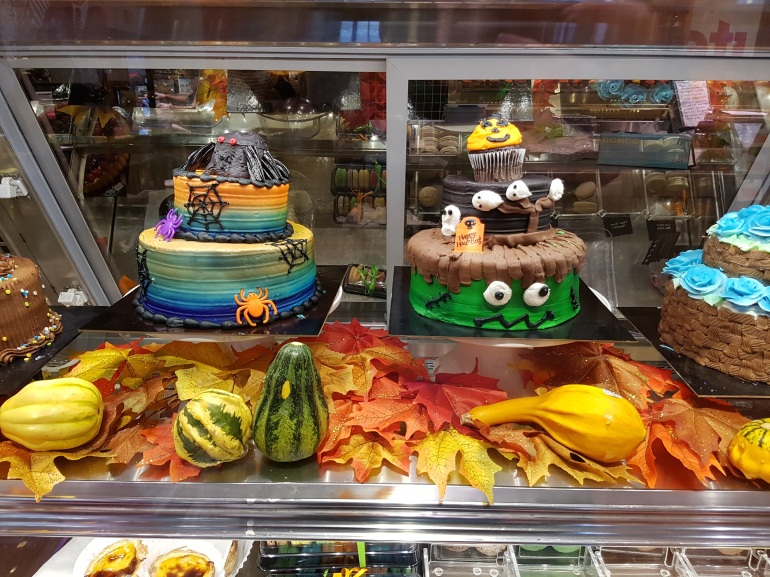 Halloween cakes - Loblaws
