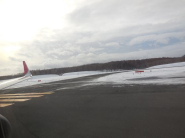 There is so much snow that the runways are heated - New Chitose Airport
