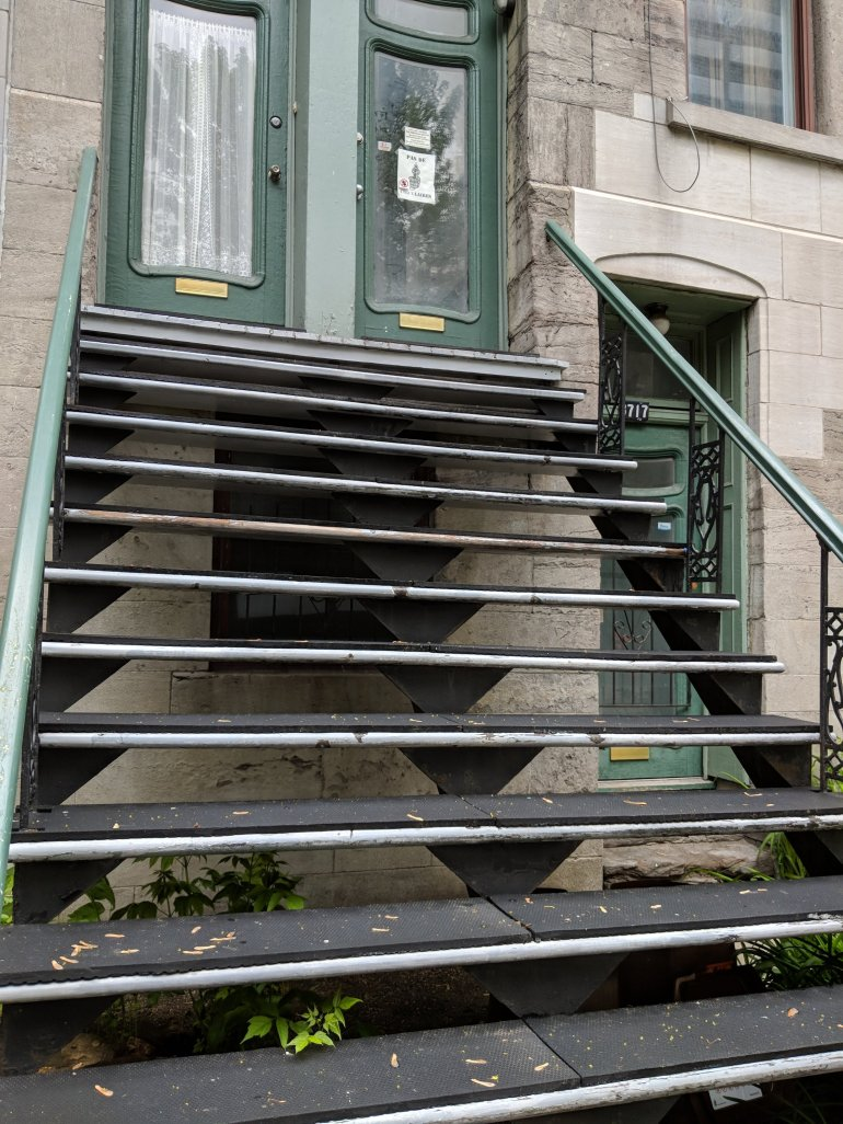 Rubber steps would definitely make sense in the harsh Winters to avoid slipping! Montreal
